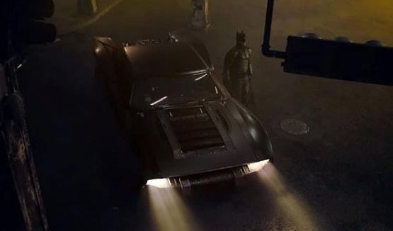 Warner Bros. решила не останавливать съёмки «Бэтмена» и «Матрицы 4»