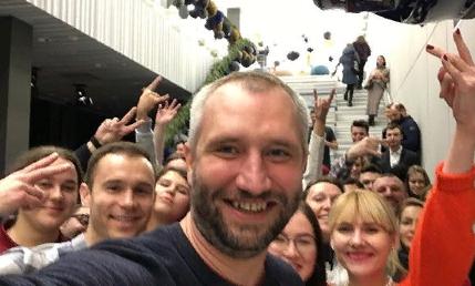 Юрий Быков работает над сериалом про эпоху «2000-х» в России
