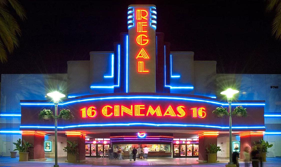 В США и Великобритании закрываются кинотеатры из-за переноса фильма «Не время умирать»
