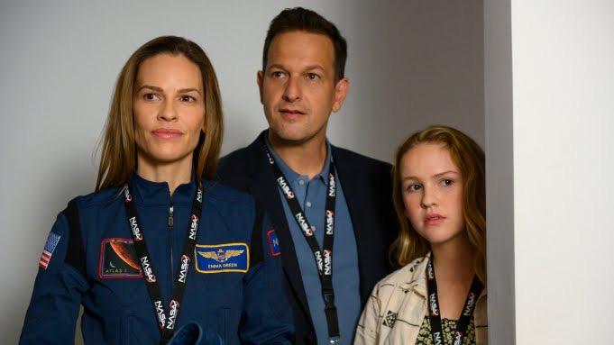 Netflix закрыл сериал «Вдали» после первого сезона